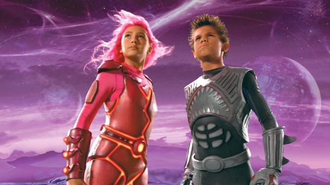Lava Girl (Taylor Dooley) und Shark Boy (Taylor Lautner) sind die Helden von Max